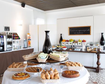 Discover the rich breakfast buffet of Hotel Biri in Padua!